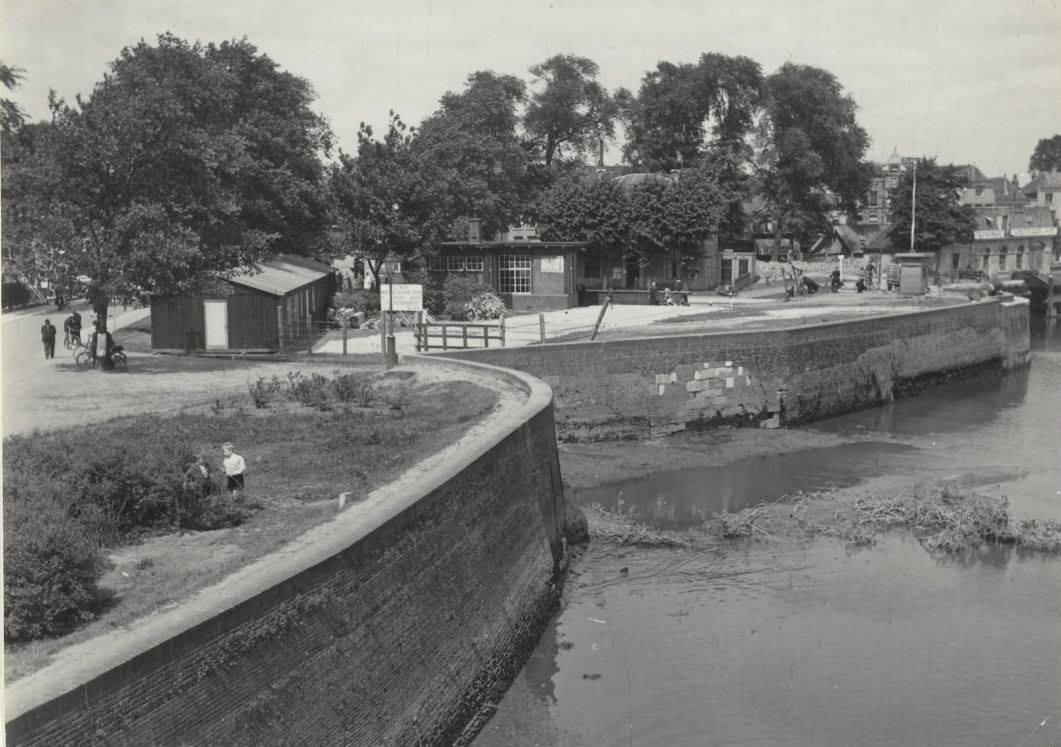 Frontmuren_gedempte_Mallegatsluis_1766-1941