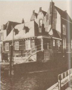 Het Tolhuis vóór aanleg van weg en brug langs de Hollandsche IJssel